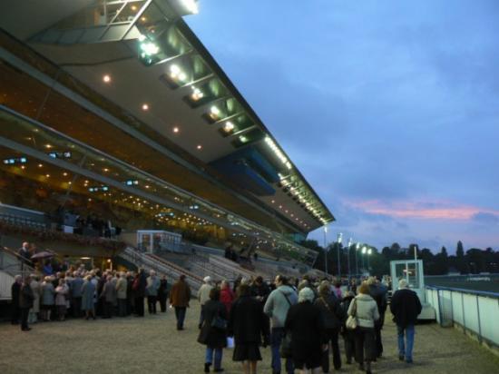 Dîner spectacle à l'hippodrome de Vincennes (8)